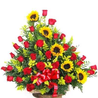 7f7b3bc3656c9 Girasoles y Rosas arreglos florales en Cartagena